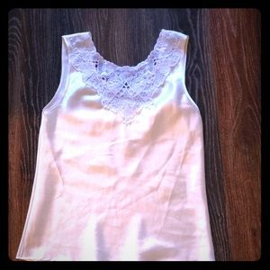 Tops - Gorgeous silky lacy tank top
